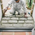 玄関ポーチの石畳