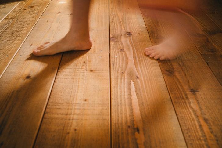 無垢の床は裸足がいい