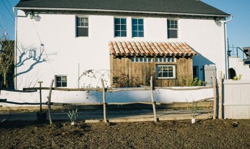 木の柵とわが家