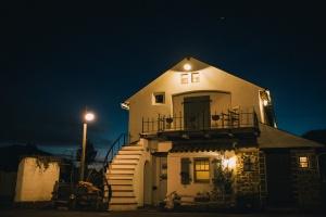 いばフラ夜の外観