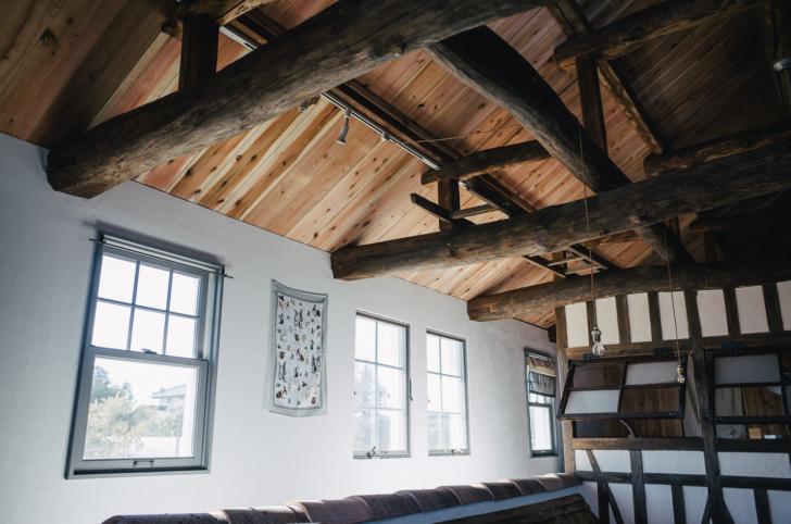 セルフで屋根に断熱材を入れて快適な家にする(板張り〜完成編)