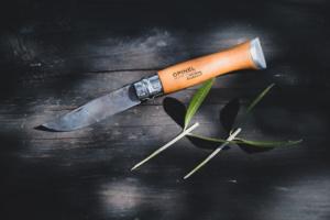 オリーブに捨てることころなし。剪定した枝の活用法