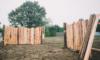 ポタジェガーデンの入り口に板塀を作製中